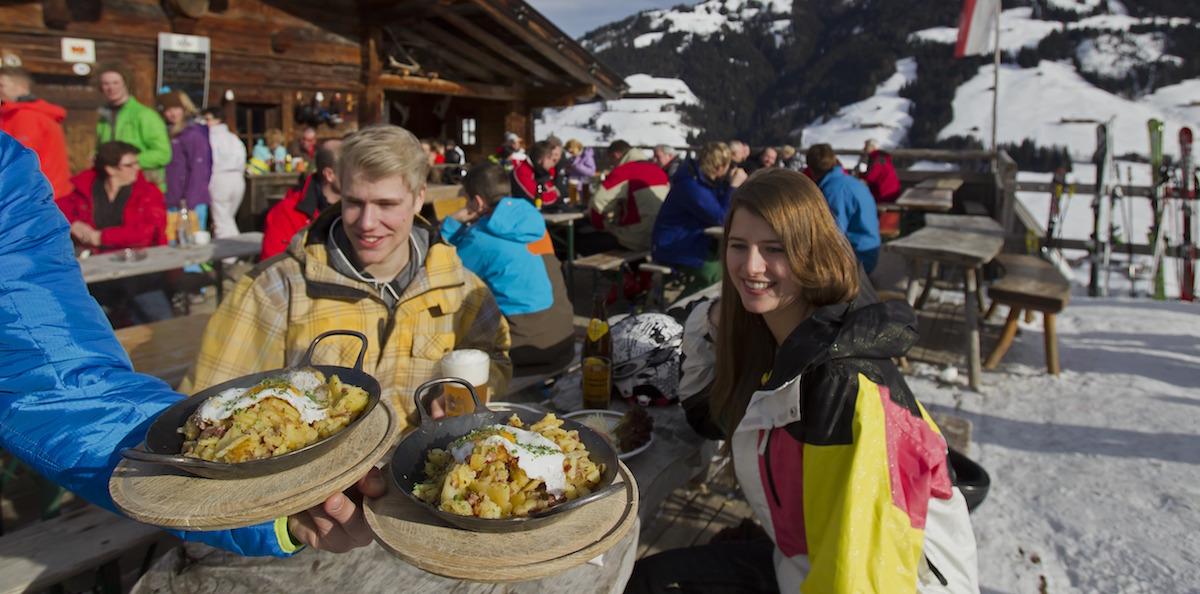 Tiroler Gröstl op het terras (Foto: Ski Juwel Alpbachtal Wildschönau)