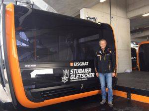 Directeur van de skiliften op de Stubaier Gletscher Andreas Kleinlercher voor zijn nieuwe lift.