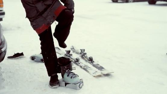 makkelijk en snel je skischoenen uittrekken met nieuwe