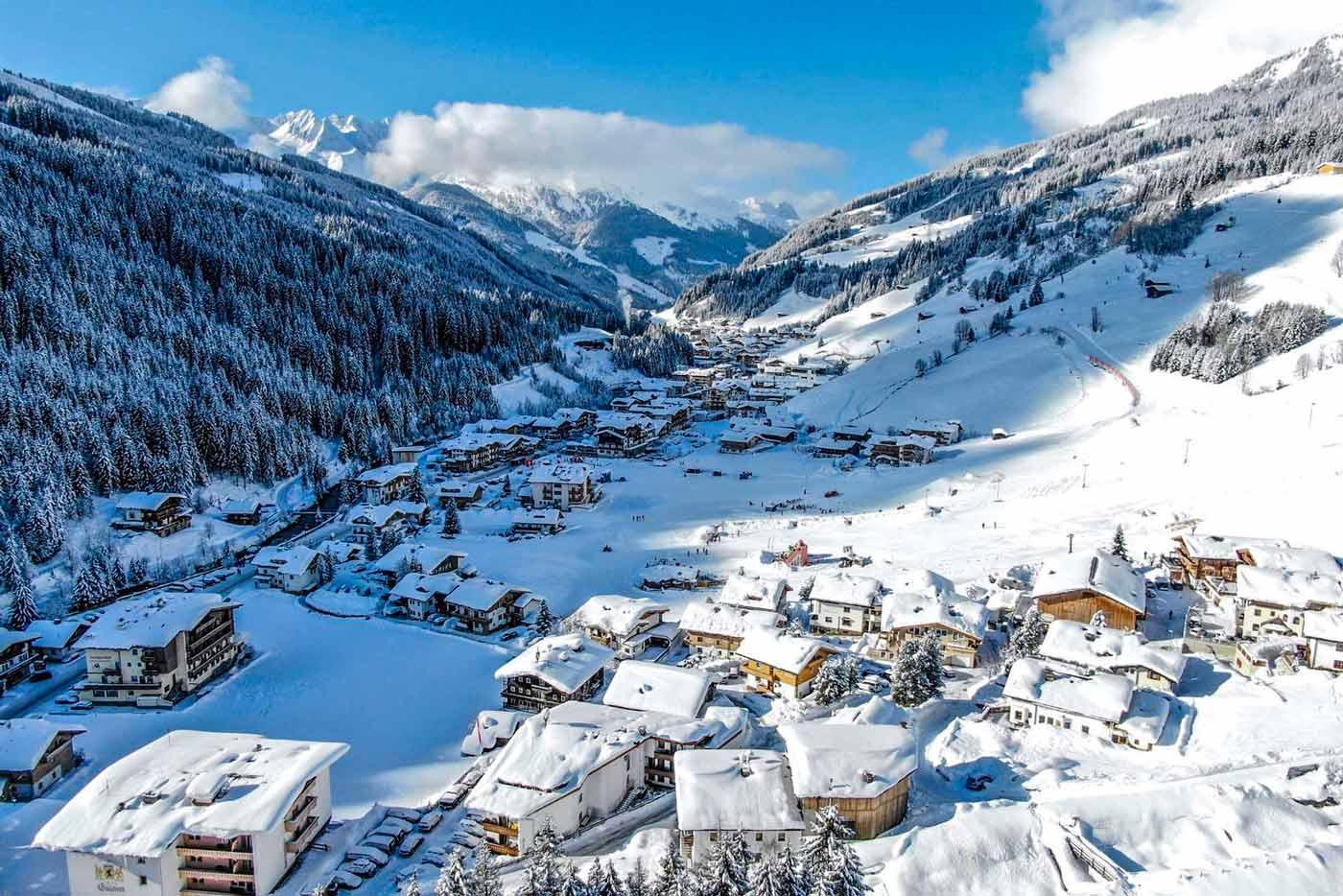 Gerlos dorp in de Zillertal Arena met verse sneeuw