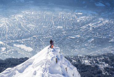 Skiën in Innsbruck met uitzicht op de stad