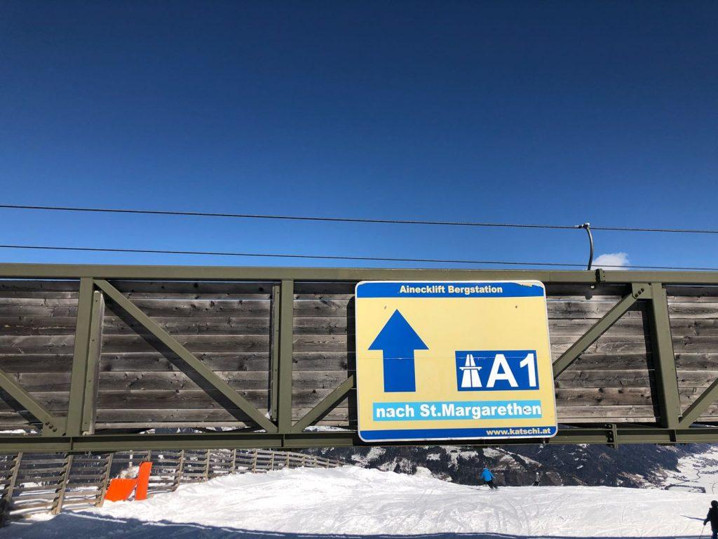 Bord A1 Autobahn boven piste Katschberg