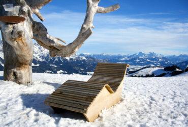 Wintersport SkiWelt ligstoel in sneeuw