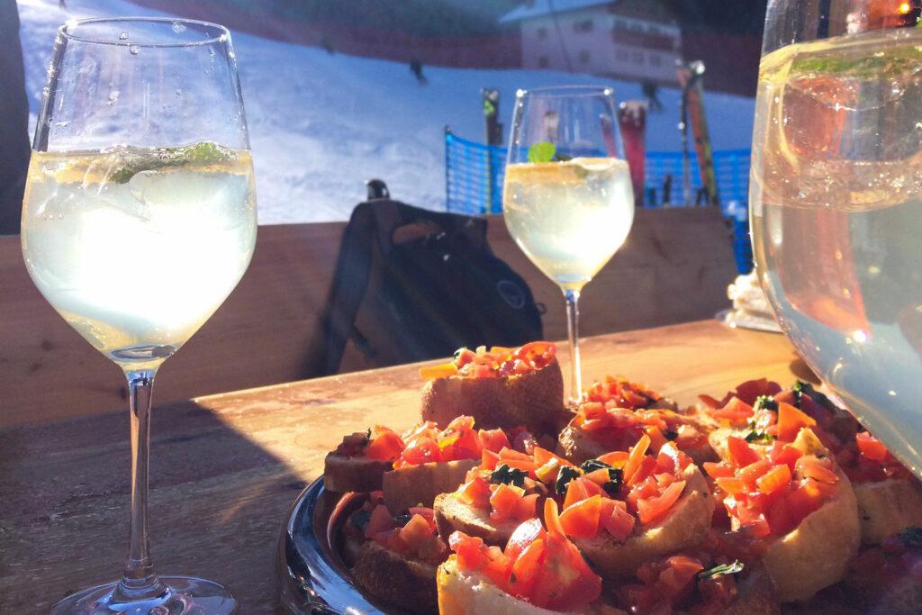 Wijn en Italiaanse hapjes in Val Gardena