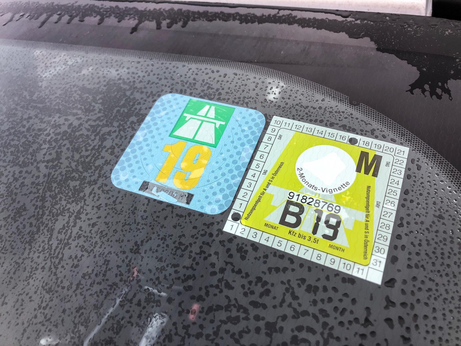 Vignet Oostenrijk Vignet Zwitserland 2019 op de auto