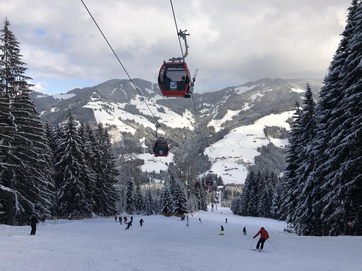 Blik op de piste in Ski Juwel