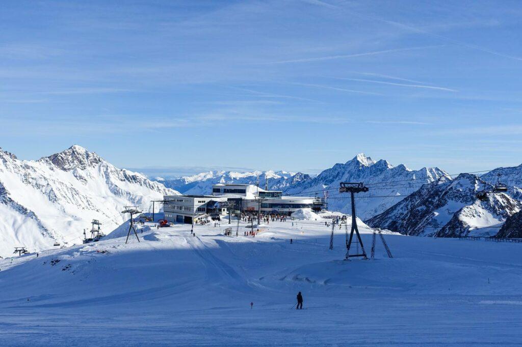 Lift op de Stubaier Gletscher. Gletsjers in Oostenrijk