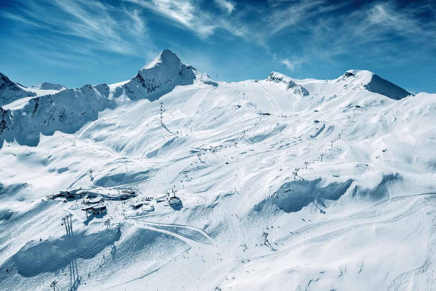 Skigebied op de Kitzsteinhorn gletsjer in Oostenrijk