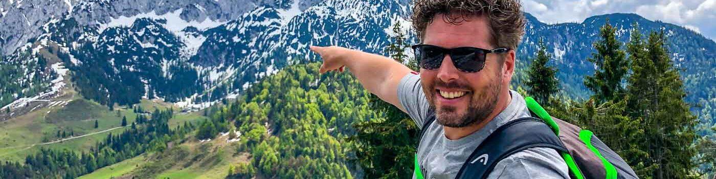 Sneeuw in de zomer op een berg in de Alpen