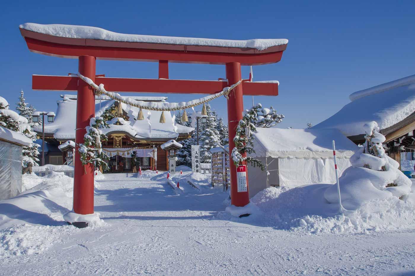 Japans huis in de sneeuw