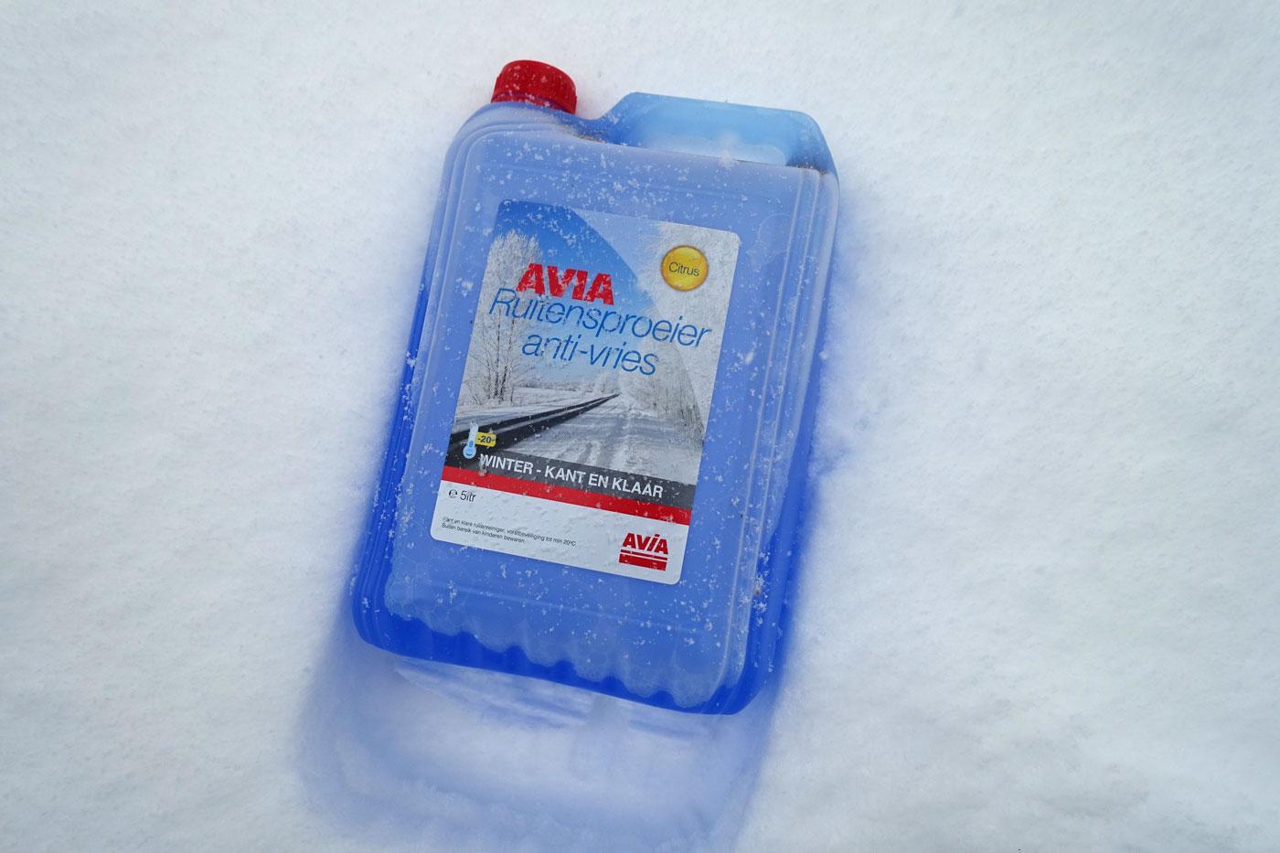 Jerrycan met ruitenvloeistof meenemen auto wintersport