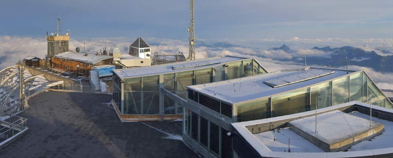 Een vers laagje sneeuw op de Zugspitze in juli