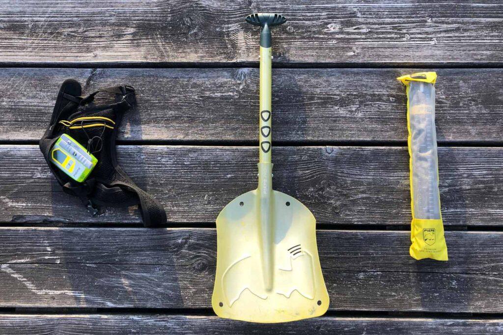 Lawine-uitrusting: lawineschep, lawinesonde en lawinepieper