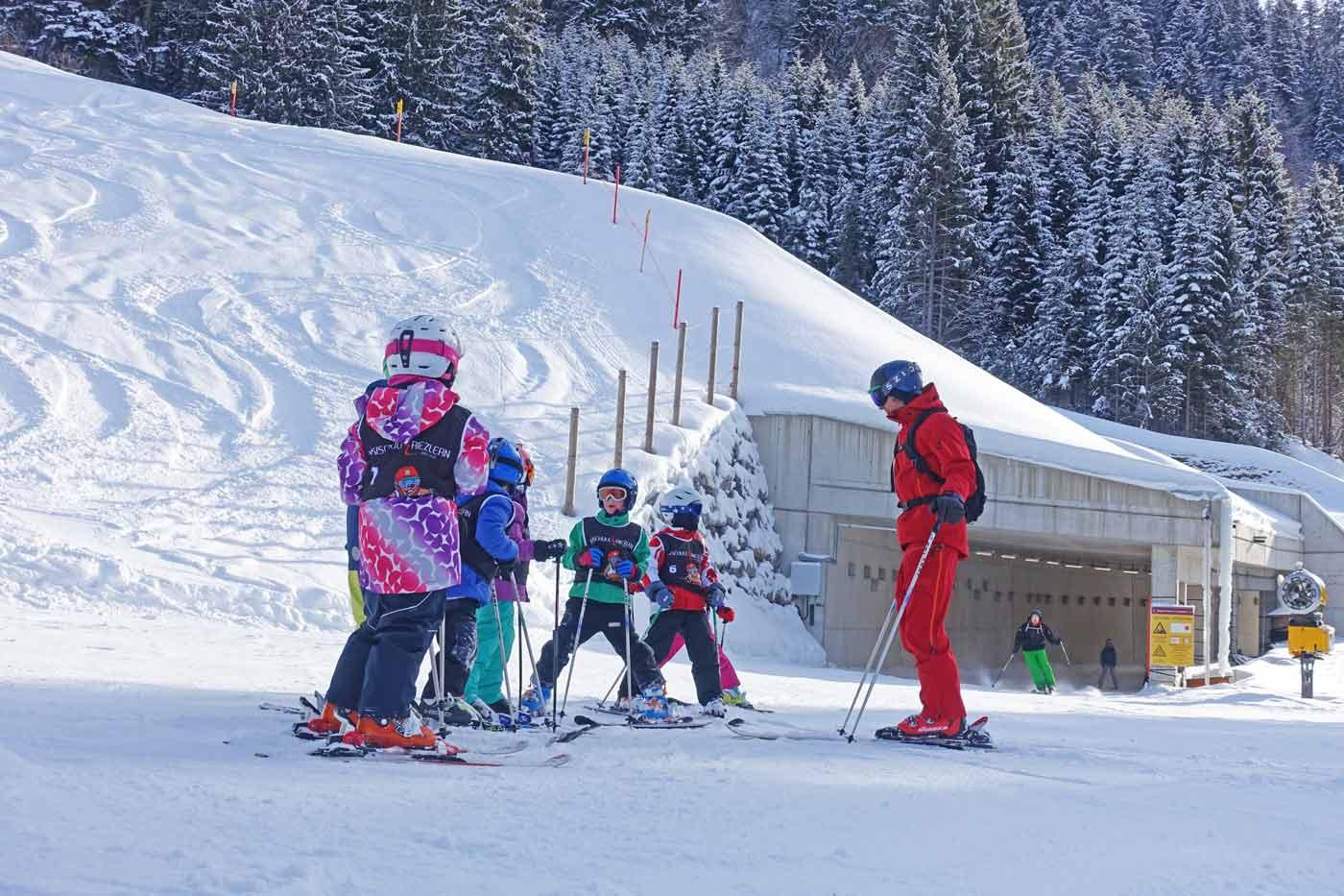 Kinderen skiklas kindvriendelijke skigebieden