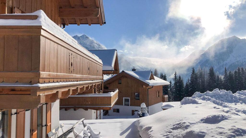 Chalet met balkon op wintersport