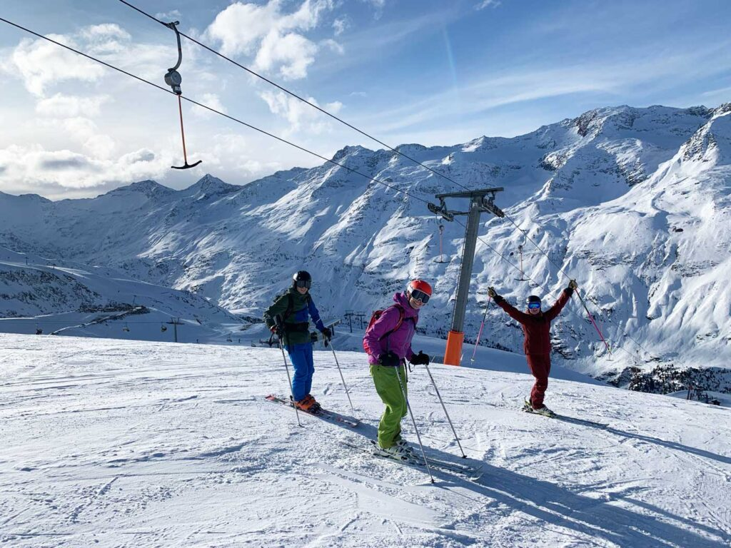 Skiërs op de piste in Gurgl tijdens wintersport november