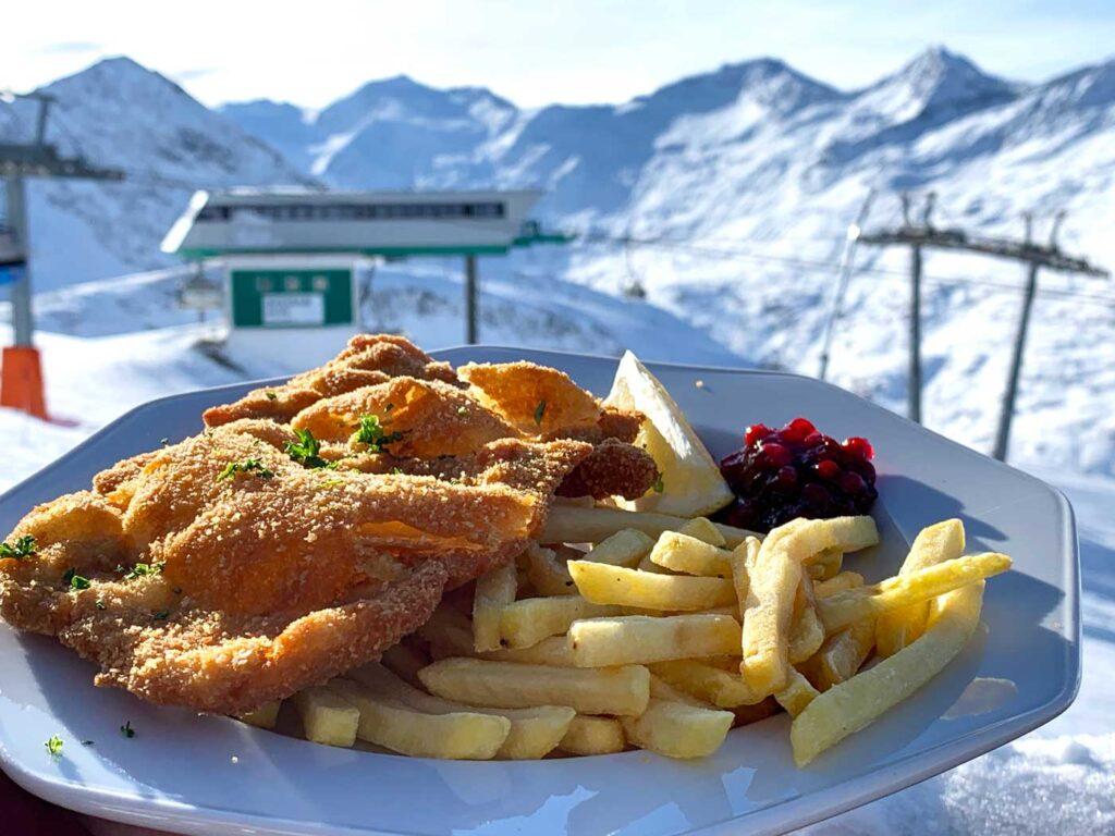 Wiener Schnitzel met patat in Oostenrijk