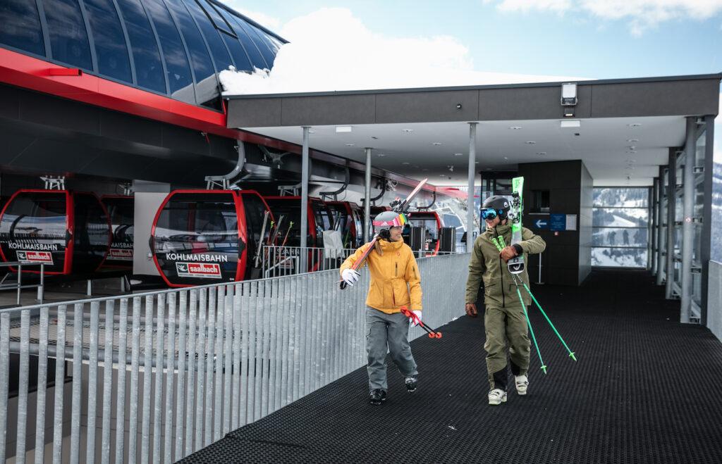 Skilift en wintersporters Skicircus
