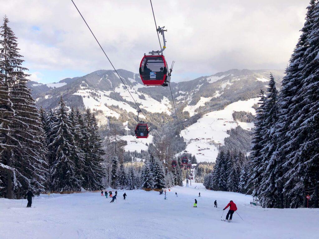 Skiën op de piste in Ski Juwel