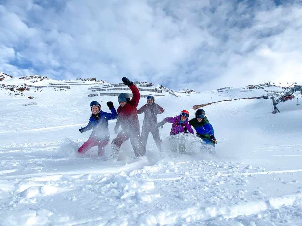 Groep op wintersport