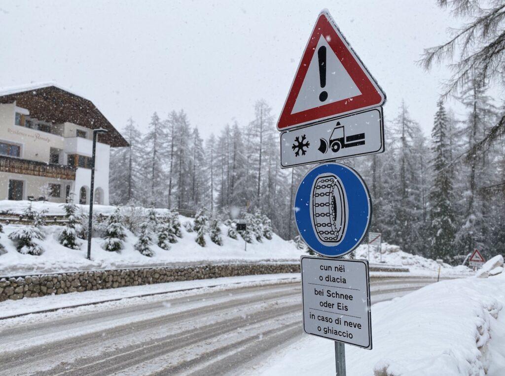 Met de auto op wintersport sneeuwkettingen verplicht