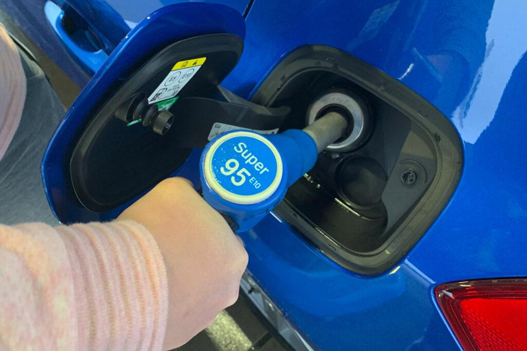 Benzine tanken op wintersport