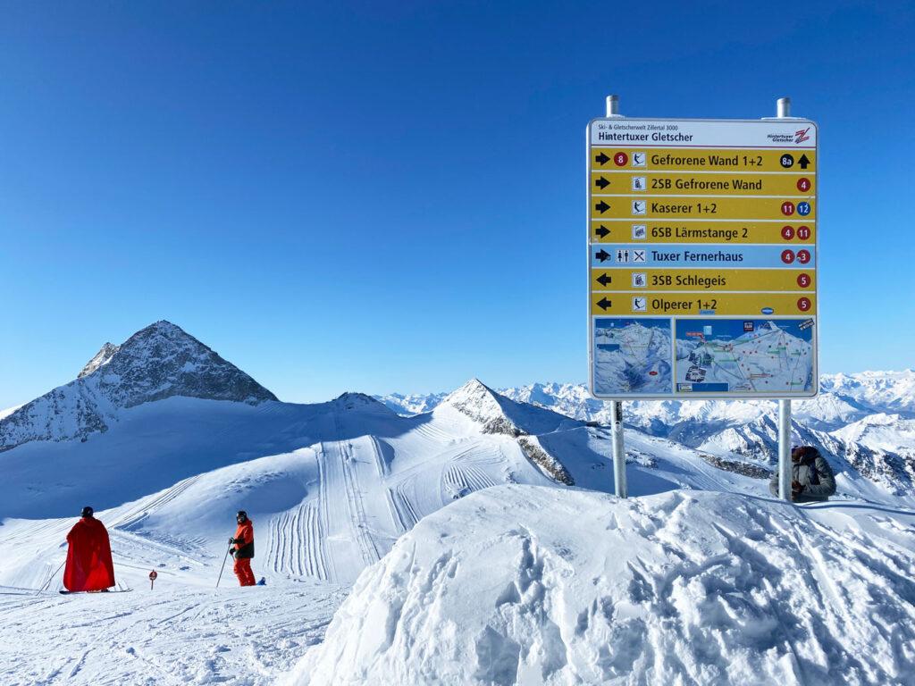 Bord met pistes Hintertuxer Gletscher sneeuwzekere skigebieden oostenrijk