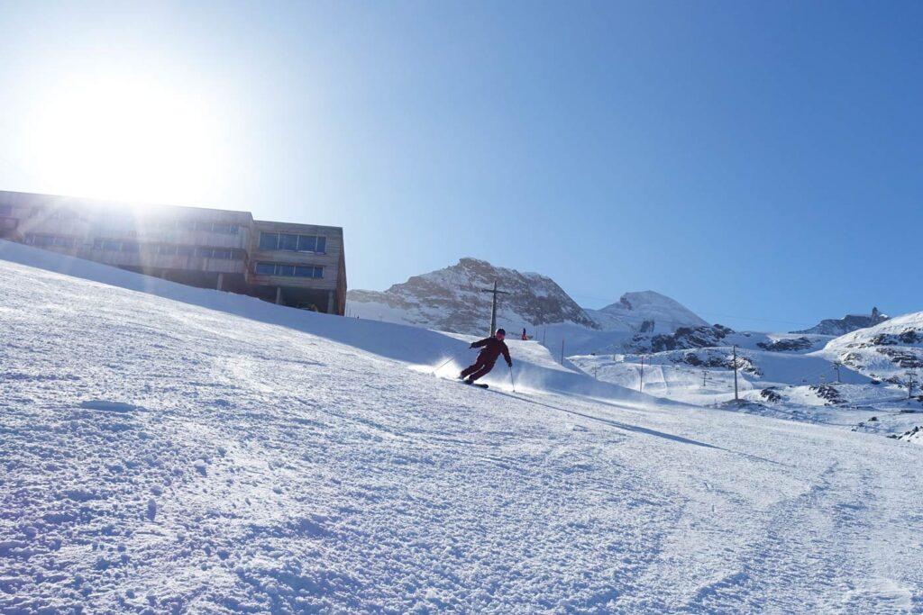 Skiën op de piste in Saas Fee