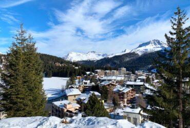 Uitzicht op Arosa wintersport voorjaarsvakantie 2021
