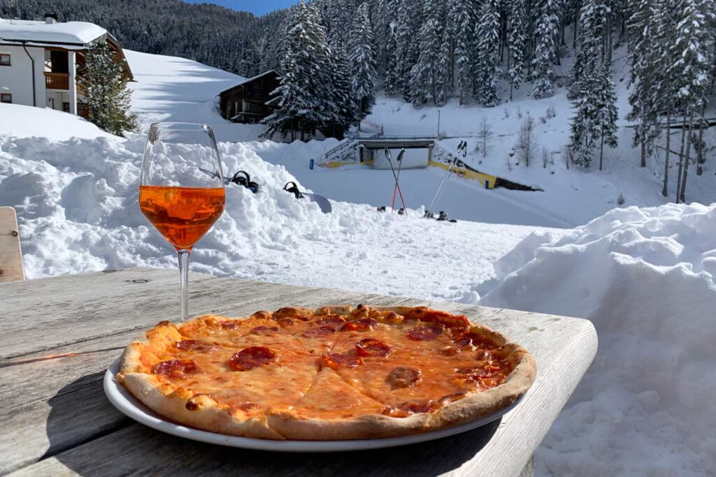 Wintersport in januari 2022 in Italië met pizza en Aperol Spritz