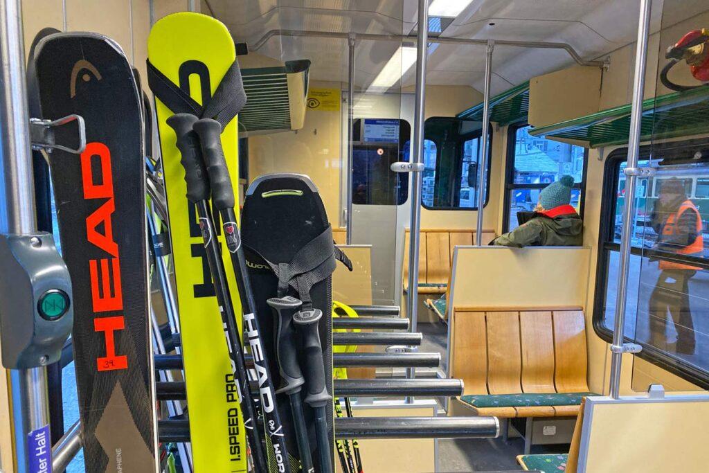 Ski's in de trein