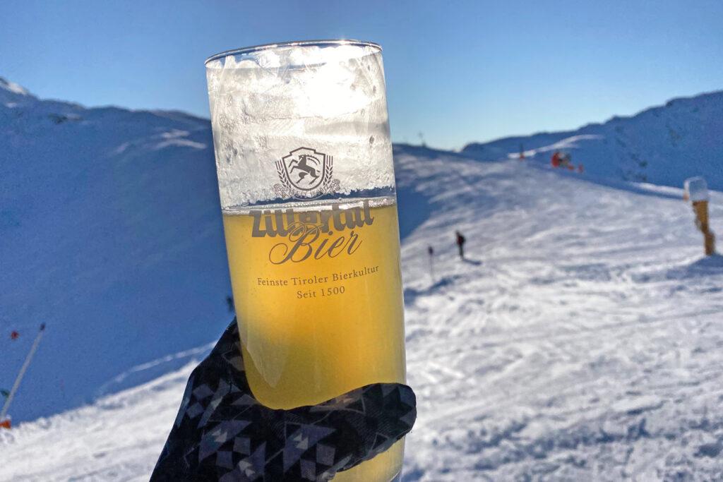 Bevroren radler in sneeuwzekere skigebieden oostenrijk