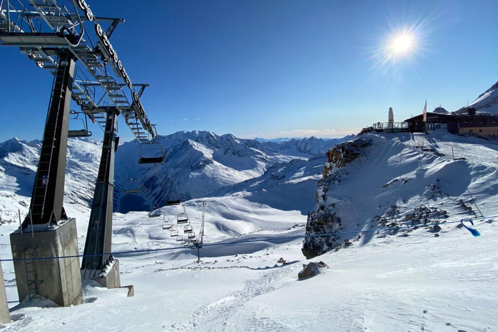 De Hintertuxer Gletscher is een van de skigebieden met veel rode pistes