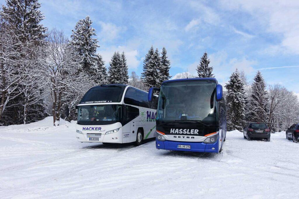 Met de bus op skivakantie