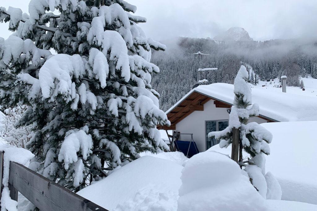 Sneeuw in sneeuwzekere skigebieden in de Alpen
