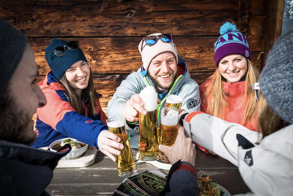 Bier drinken bij de berghut