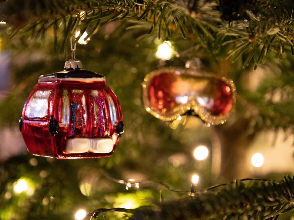 Kerstboom met skilift kerstbal