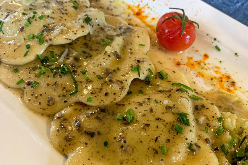Ravioli met truffel en kaas Italiaans wintersportgerecht